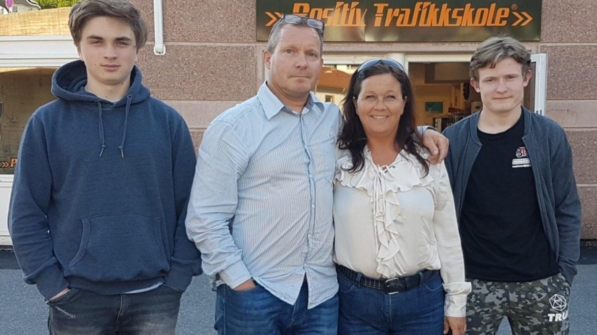 Far Trond Minde og sønn Joakim Minde deltok på båtførerkurs sammen med resten av familien forrige helg, og ser frem til å ta i bruk båten i sommer.